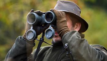 По каким критериям выбирать бинокль для охоты?